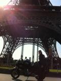 Euro-Diversion 2013 La vuelta a Europa en Moto.ETAPA 6 Versalles-Brujas. En la Torre Eiffel